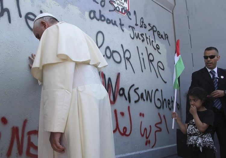 Le Pape devant le Mur à Bethléem