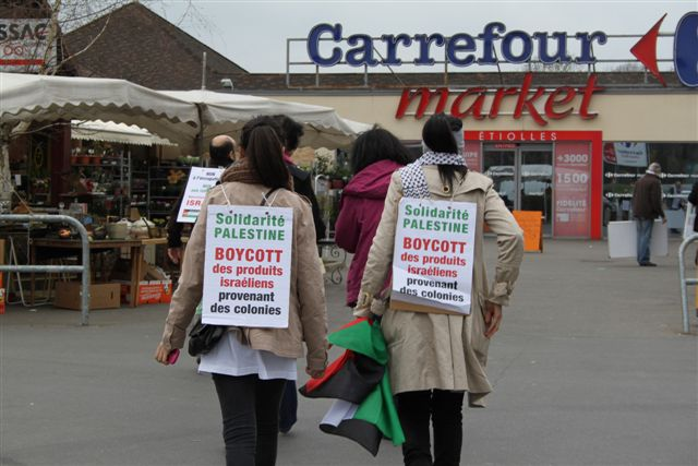 Devant Carrefour Market